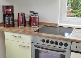 Vorhandene Zusatzgeräte: Kaffeemaschine, Wasserkocher, Toaster